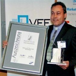 Leo Löffler mit der erhaltenen Auszeichnung