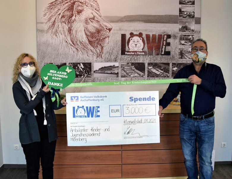 Spendenübergabe bei LÖWE Fenster und Türen in Kleinwallstadt